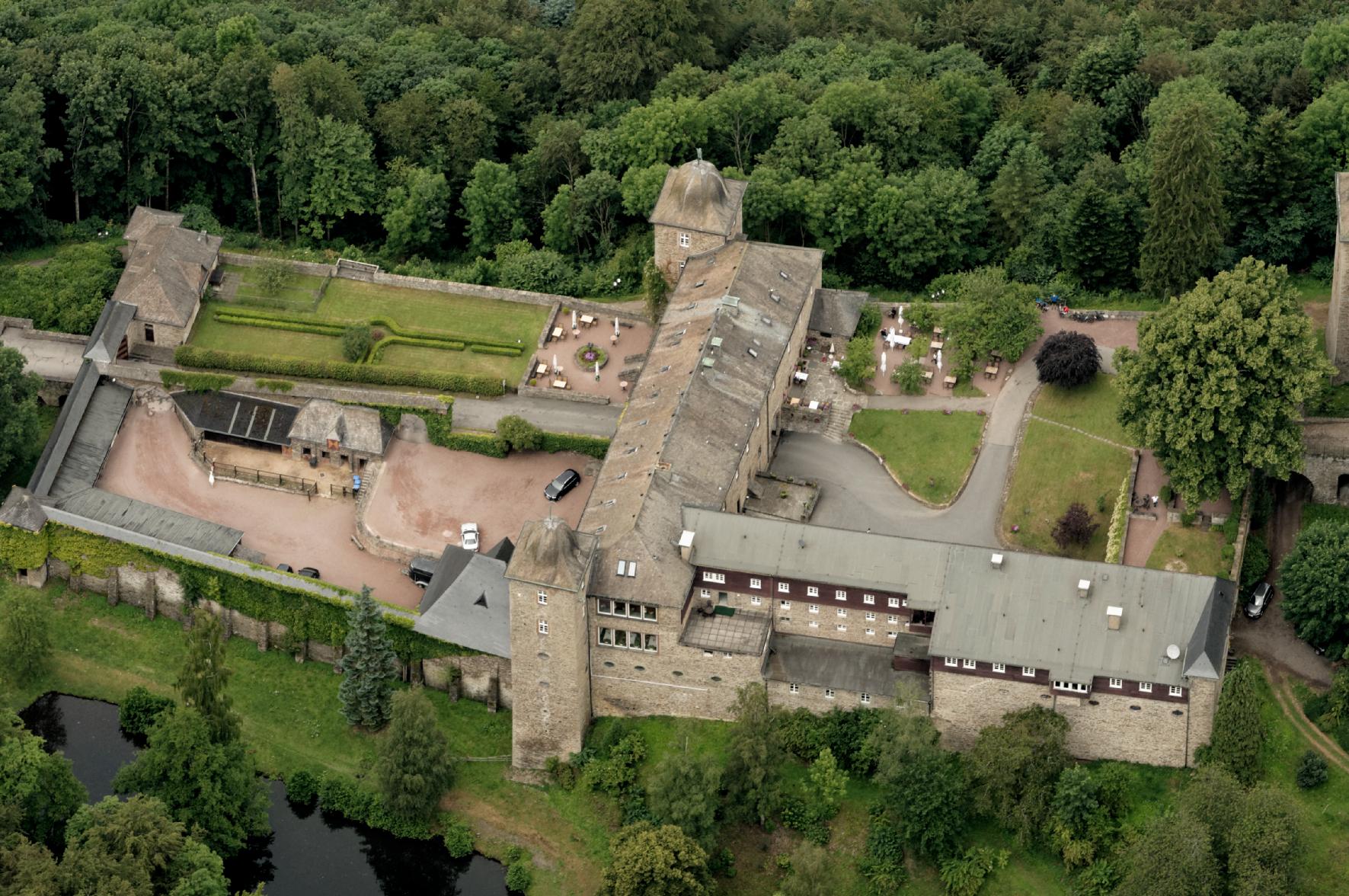 Замок Burg Schnellenberg