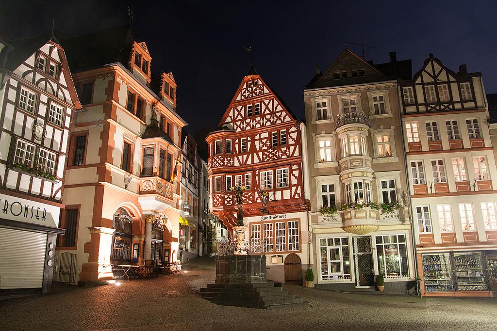 Marktplatz von Bernkastel-Kues bei Nacht