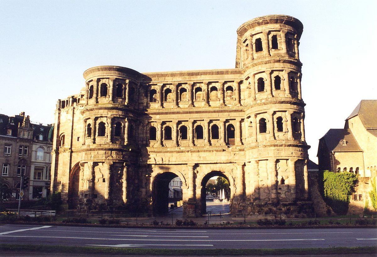Ворота Порта Нигра