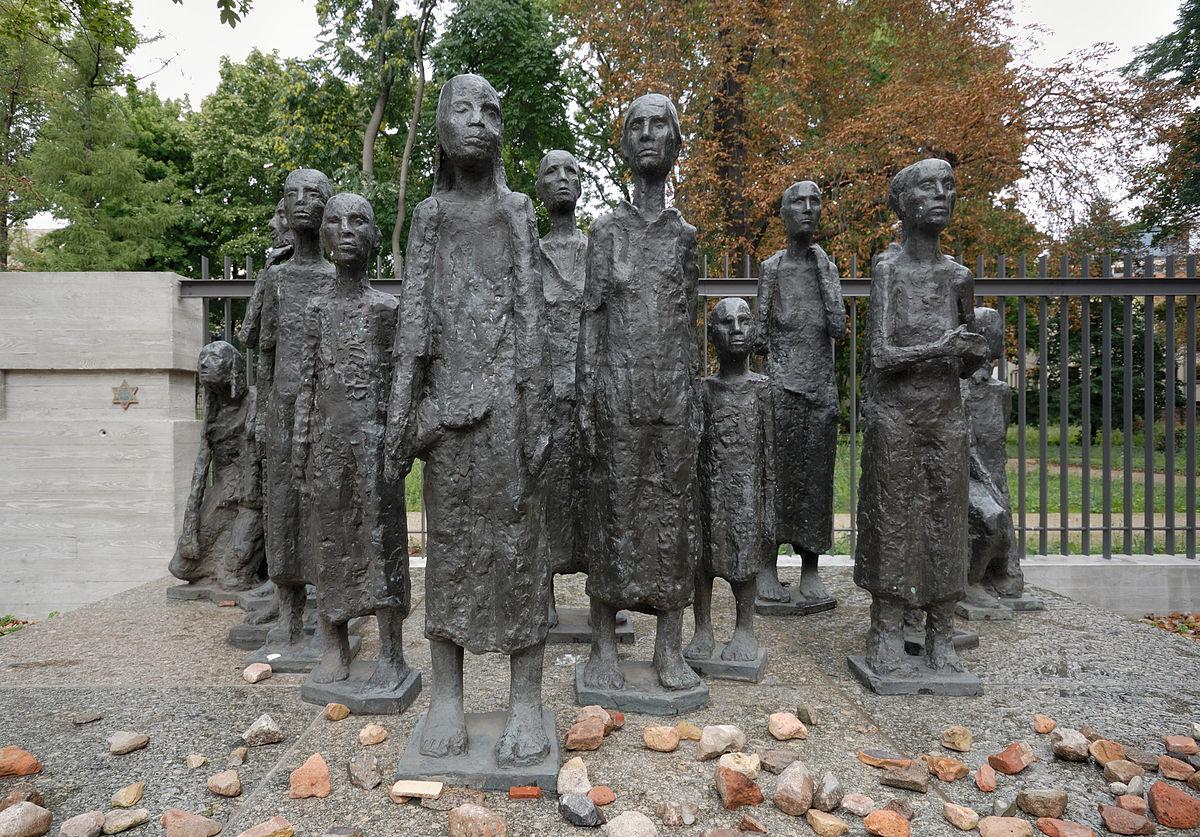 Памятник жертвам фашизма возле Старого еврейского кладбища