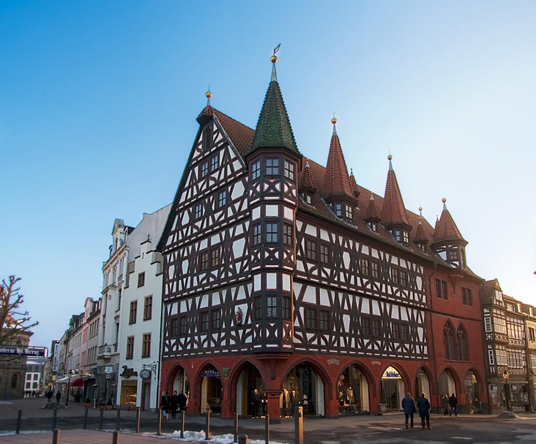 Красивое здание ратуши